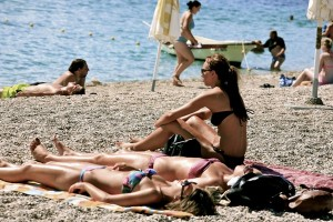Enjoying_the_Sun_at_Zlatni_Rat_-Golden_Cape-