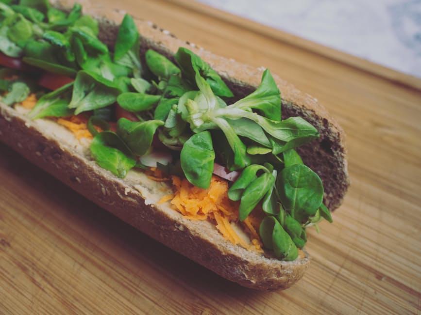Aj napriek tomu, že vegánstvo nepripúšťa konzumáciu jedál so živočíšnym pôvodom, dnes už existuje aj vegánske pečivo.