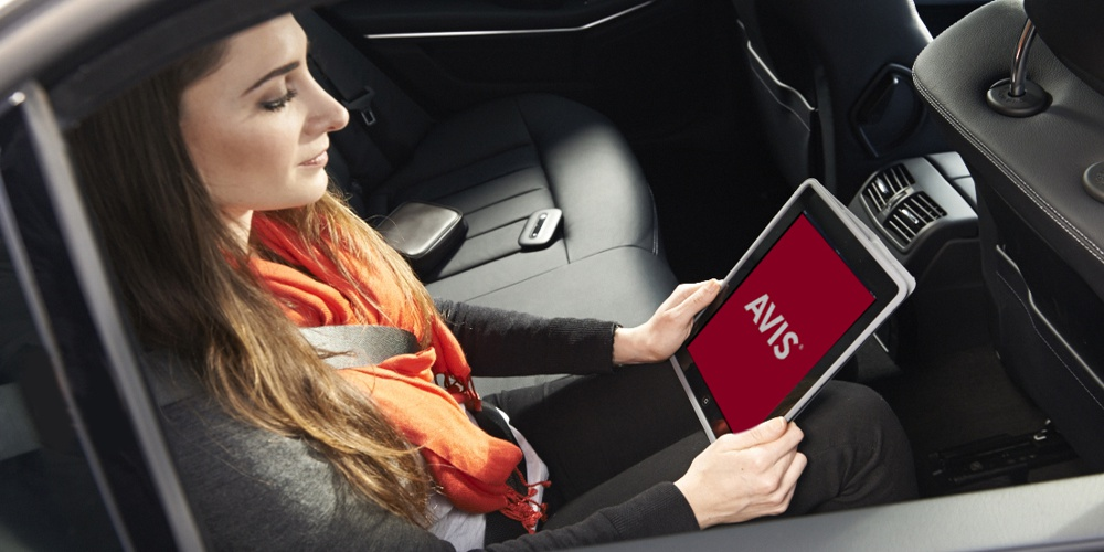 16,17_AVIS_CAR_PARK_WiFI_IN_CAR_01854