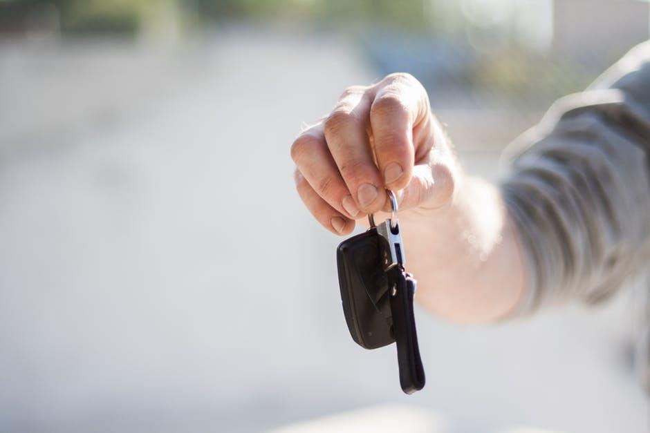 Dali by ste neznámemu človeku kľúče od vlastného auta? Dnes zrejme nie, o pár rokov to bude možno normálna vec.