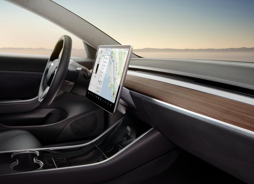 Predná časť interiéru. Elektromobil Tesla Model 3 (modelový ročník 2018)