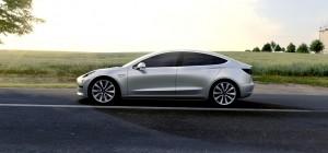 Pohľad z profilu. Elektromobil Tesla Model 3 (modelový ročník 2018)
