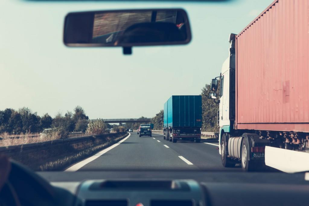 """Peloton, jedna zo spoločností venujúcich sa diaľkovej nákladnej doprave, chce spraviť zo spojených kamiónov niečo ako """"cestné vlaky""""."""