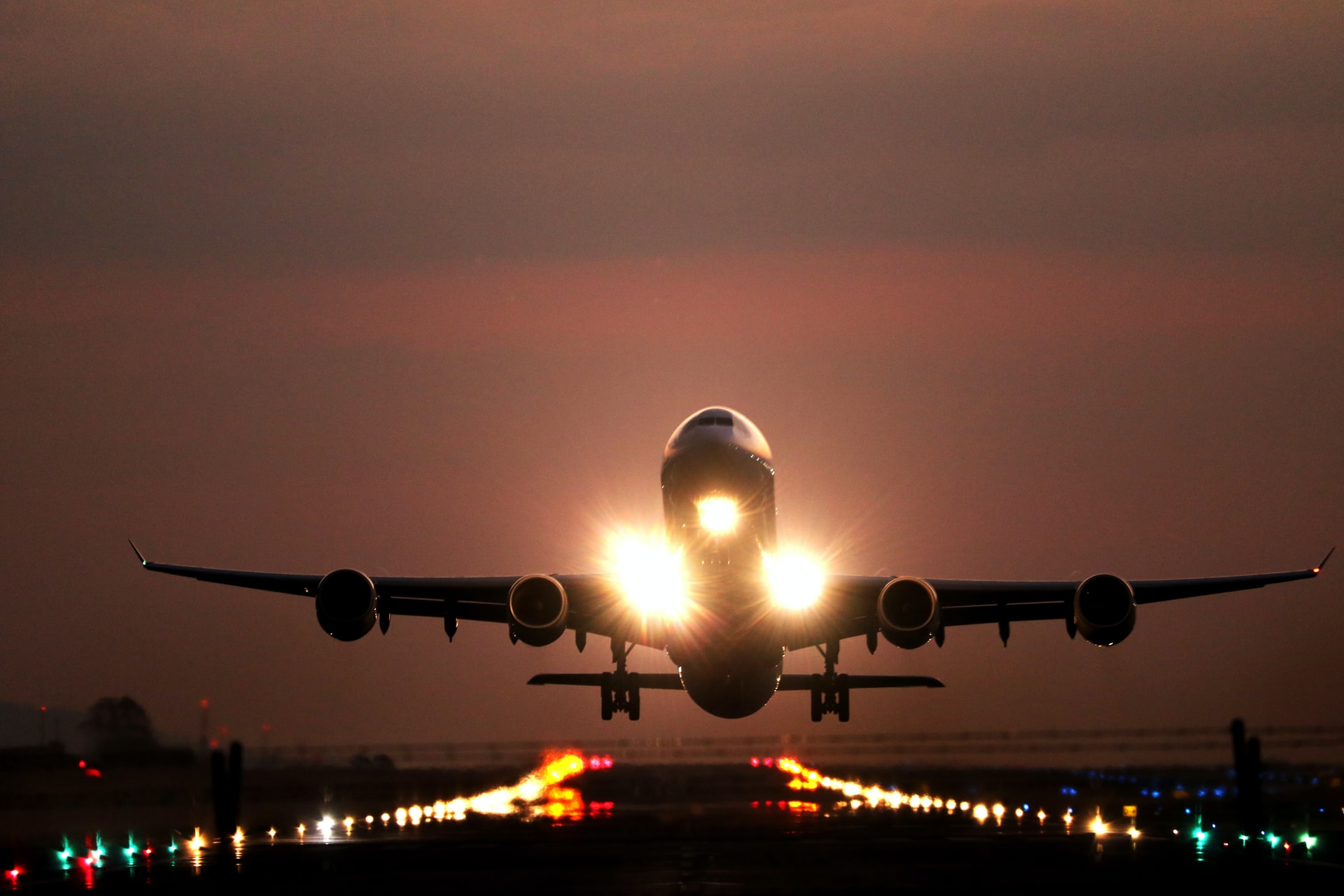 Nasadli by ste do lietadla, v ktorom nie je pilot? Dnes je to ťažko predstaviteľné, no do roku 2030 by sa mali udiať veľké veci.