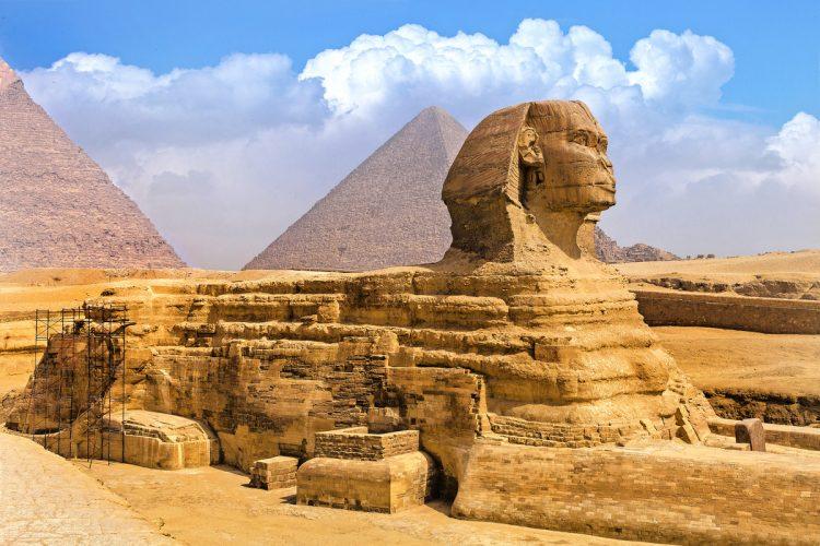 Sfinga a pyramídy