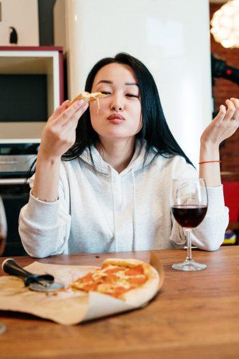 Kofeín, alkohol a rafinované cukry môžu spôsobovať úzkosť. Zdroj pexels.com