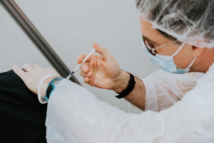 očkovaní ľudia