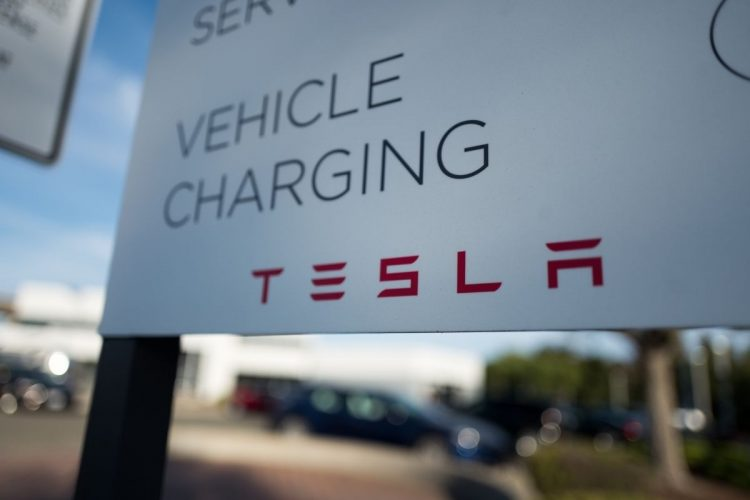 Reštaurácie budú dostupné najmä pre ľudí, ktorí si prišli nabiť svoj elektromobil (zdroj obrázku: canva.com)