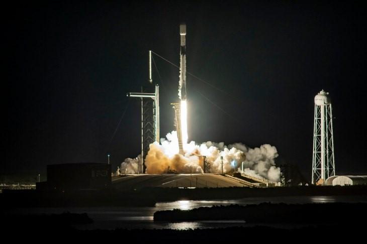 Štart rakety Falcon 9 s kapsulou Crew Dragon Resilience [SpaceX]