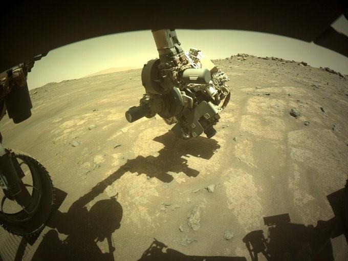 Robotické rameno roveru Perseverance